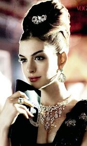 Η Anne Hathaway «ντύθηκε» Audrey Hepburn