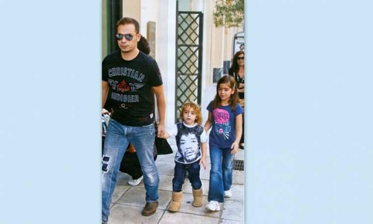 Ντέμης Νικολαΐδης: Συνόδευσε τα παιδιά του σε παιδική παράσταση