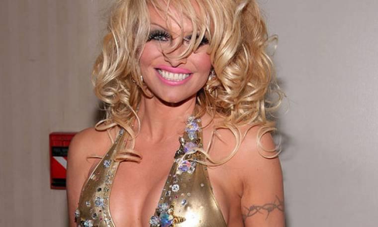 Σε νέο εξώφυλλο του Playboy η Pamela Anderson