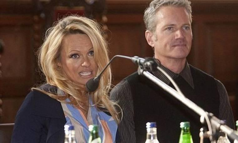 Η Pamela Anderson στην… Οξφόρδη