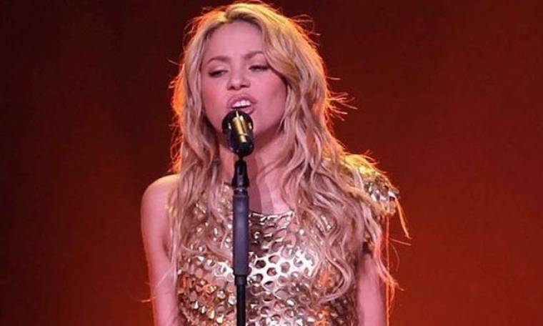 Video: Η Shakira μαθαίνει το χορό της στις θαυμάστριές της