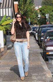 Η Βιβιάνα Καμπανίλε περπατά εις την πόλη!