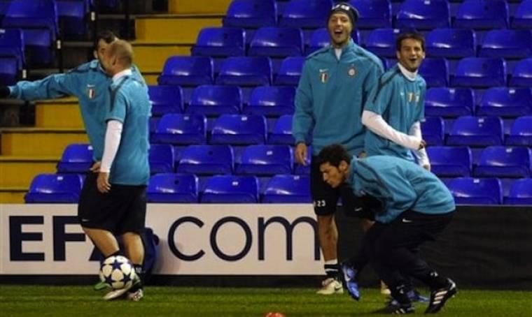 Ο Zanetti πονάει και οι Chivu και Materazzi... γελούν