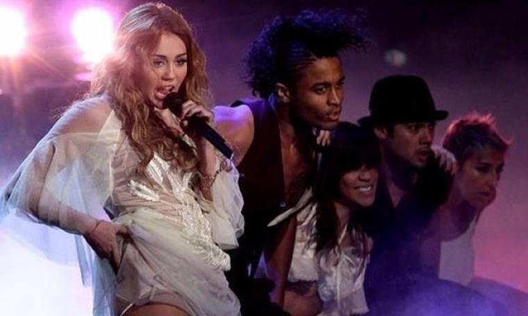 Video: Η Miley Cyrus τραγουδά στη Γερμανία