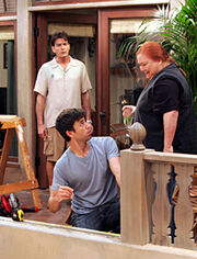 "Ο Enrique Iglesias στο ""Two and a Half Men"""