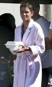 Halle Berry: Τα γυρίσματα συνεχίζονται