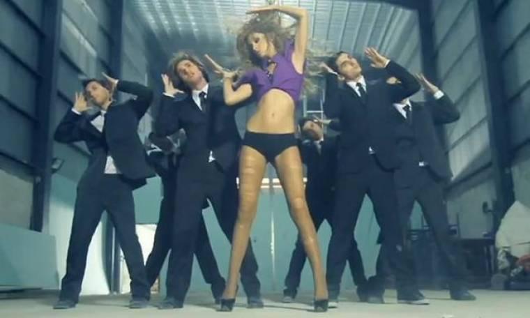 VIDEO: Σου σκίστηκε το καλσόν… Ελένη Φουρέιρα!