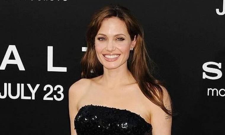 Γιατί η Jolie σαμποτάρει το Thanksgiving