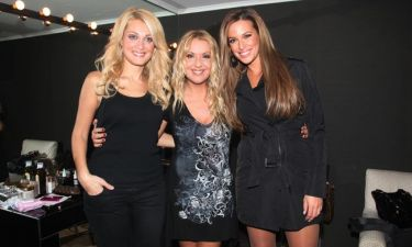 Τρεις κυρίες στα μπουζούκια!