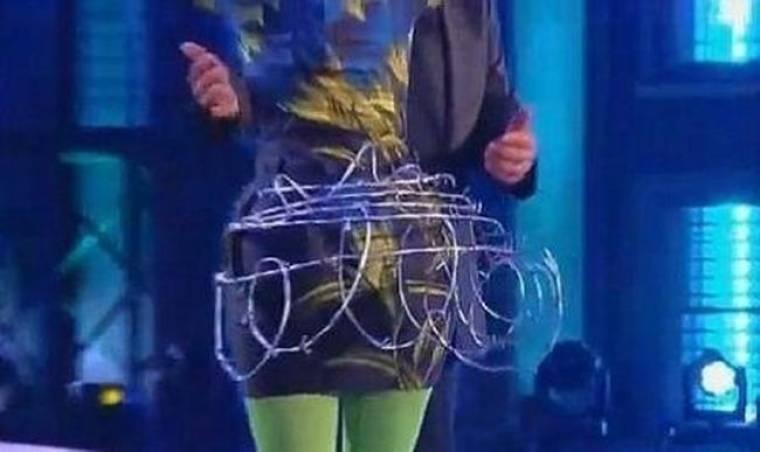 Ποια τραγουδίστρια έβαλε συρματόπλεγμα στα... οπίσθιά της