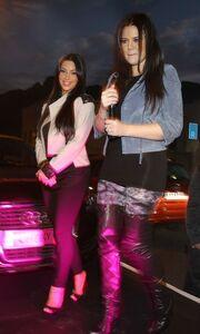 «Κόλλησαν» στη Νότιο Αφρική οι αδερφές Kardashian