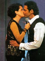 Quiz: Ποιοι επώνυμοι φιλήθηκαν στο... στόμα;