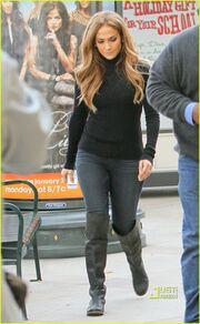 Jennifer Lopez:Βγήκε να πάρει τα χριστουγεννιάτικα δώρα των παιδιών της