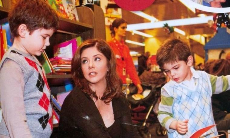Βάσια Παναγοπούλου: Γιορτινές αγορές με τους γιους της