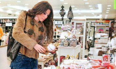 Κέλλυ Κελεκίδου: Βόλτα στα μαγαζιά για τα πρωτοχρονιάτιακα ψώνια