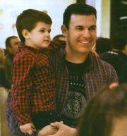 Γιώργος Καραμέρος: Γιορτινές αγορές με τη σύζυγo και τα παιδιά του