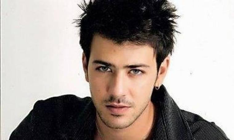 Πέτρος Μπουσουλόπουλος: «Το τραγούδι είναι πιο απογειωτικό από το θέατρο»