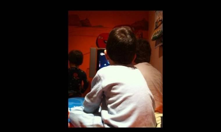 Ποιος επώνυμος παίζει Wii με τα παιδιά του;