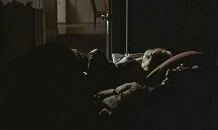 Kοιμήθηκε σε λάθος σπίτι, σε λάθος κρεβάτι, και με λάθος σύζυγο!