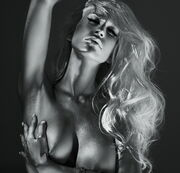Καρέ καρέ η νέα sexy φωτογράφηση της Πετρούλας