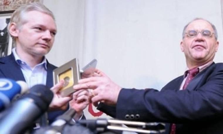 Ο τραπεζίτης παρέδωσε τα στοιχεία στον Mr WikiLeaks