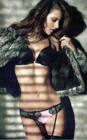 Καρέ-καρέ η sexy φωτογράφιση της Alessandra Ambrosio