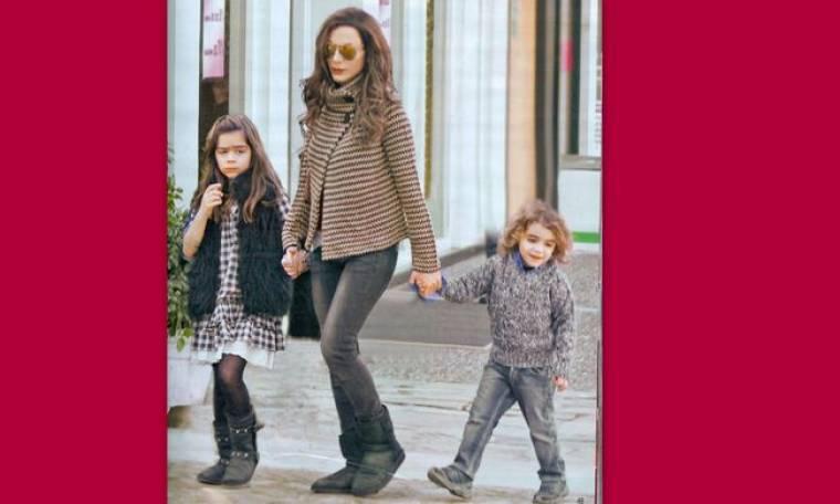 Καρέ-καρέ η βόλτα της Δέσποινας με τα παιδιά της