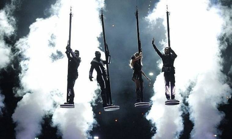 Video: Black Eyed Peas και δεκάδες celebrities στο Super Bowl