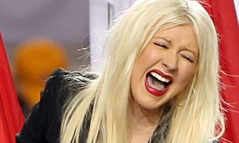 Video: Τα έκανε... θάλασσα η Aguilera