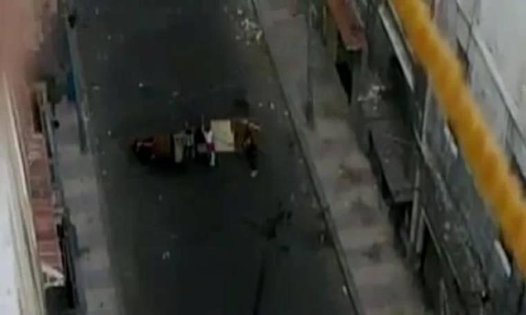 Σοκ! Αστυνομικοί δολοφονούν αγόρι στην Αίγυπτο (Video)
