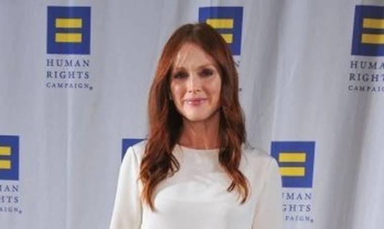 Julianne Moore: Φόρεσε φόρεμα από τις Olsen Twins και θάμπωσε
