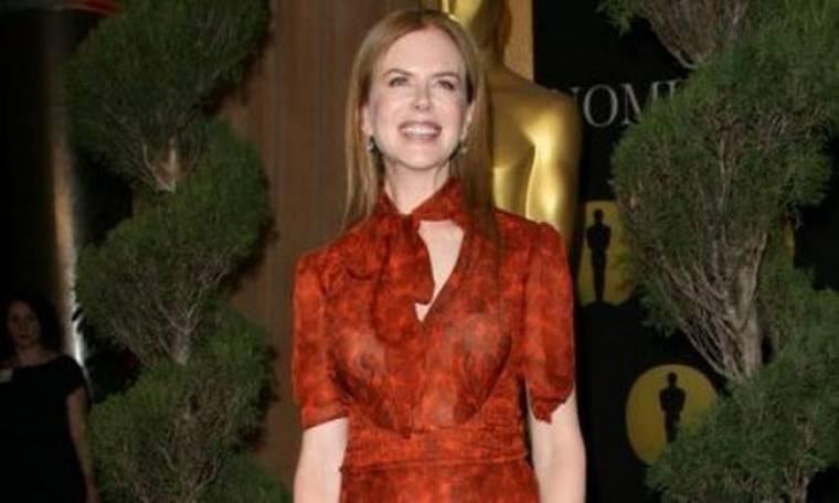 Nicole Kidman: Ένα φόρεμα με δακτυλικά αποτυπώματα αφήνει το αποτύπωμά της στη μόδα