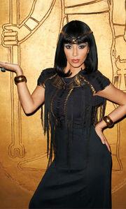 Η Kim Kardashian ντύθηκε Κλεοπάτρα
