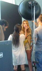 Στα παρασκήνια της φωτογράφησης της Cyrus για το Marie Claire