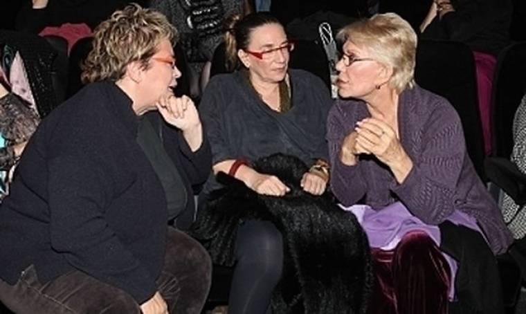 Συνάντηση Δήμητρας Γαλάνη και Μαρινέλλας  στο θέατρο