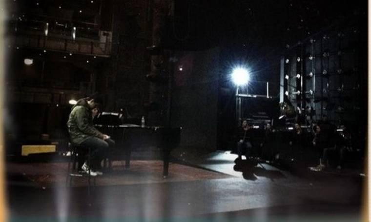Συμβαίνει τώρα: Η πρόβα του Ρουβά για τη συναυλία του έρωτα