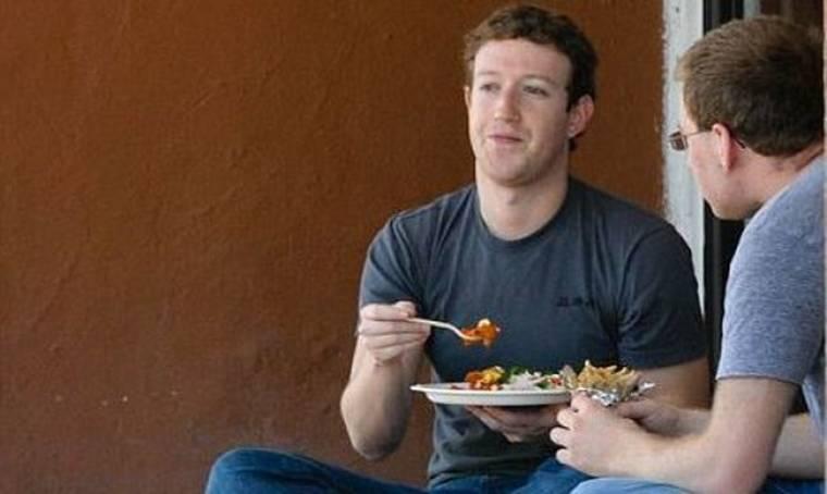 Ο εκατομμυριούχος που τρώει στο… δρόμο