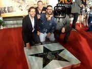 Ποιος διάσημος ηθοποιός του Χόλιγουντ 'προσκυνά' το αστέρι του Κώστα Βουτσά;