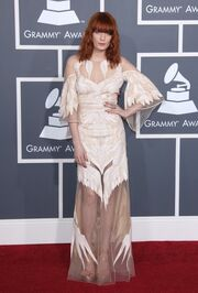 Οι αξέχαστες εμφανίσεις στο κόκκινο χαλί των μουσικών βραβείων Grammy