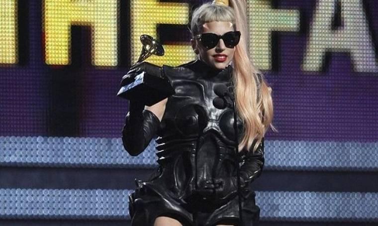 Η GaGa ευχαρίστησε τη Whitney για το Born This Way