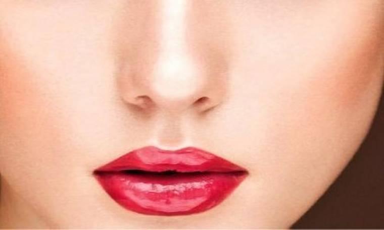 Tα καλοβαμμένα κόκκινα χείλη έχουν τα μυστικά τους και ο make-up artist Γιάννης Σίσκος, μας τα αποκαλύπτει