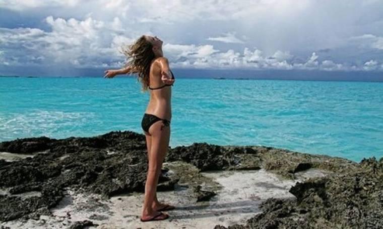 Η Taylor Swift κάνει διακοπές στις Μπαχάμες