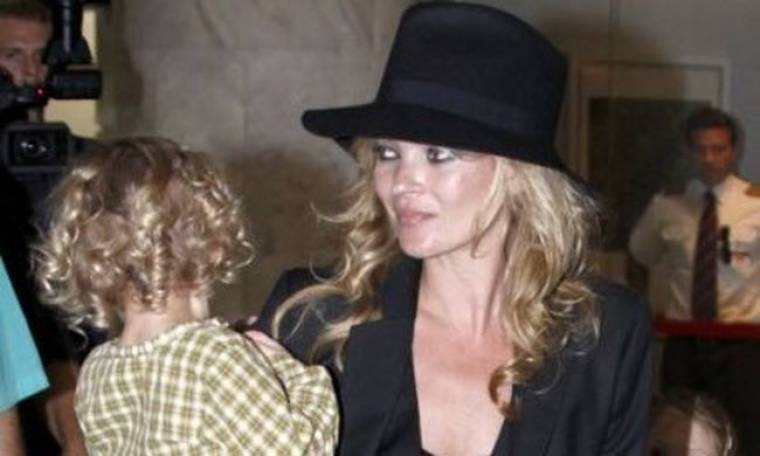 Η Kate Moss είναι μια «μάνα κουράγιο»