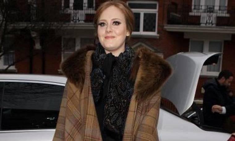 H Lady Gaga έφαγε τη σκόνη της Adele