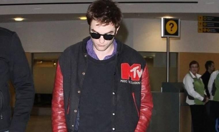 Ο Robert Pattinson με την… κόρη του στο Βανκούβερ
