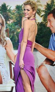 Η «κόντρα» Aniston – Decker συνεχίζεται