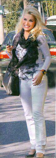 Ελένη Μενεγάκη: Μόλις βγήκε από το κομμωτήριο!