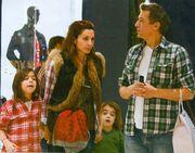 Δέσποινα Βανδή: Οικογενειακές βόλτες σε εμπορικό κέντρο