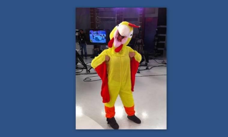 Video: Η Ελεονώρα μελέτη ντύθηκε... κόκορας!