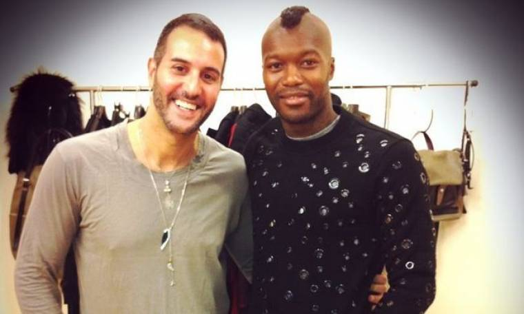 O Djibril Cisse επιλέγει τα ρούχα του Τάσου Σοφρωνίου